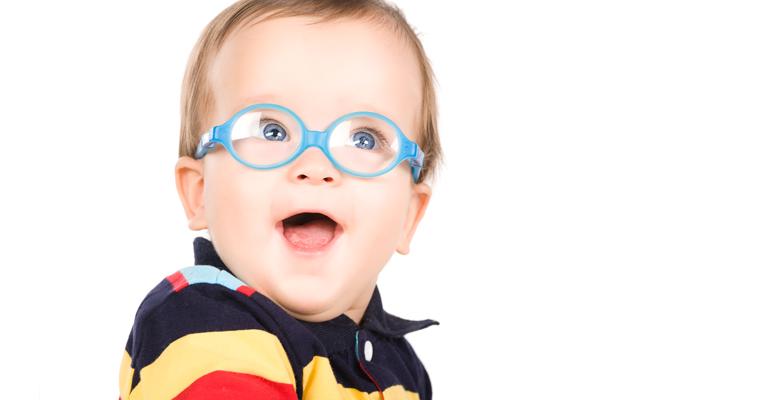 7d966bab8e7451 C est entre la naissance et l âge de 5 ans, que s établit progressivement  la vision de l enfant. De 1 20ème dans les premiers jours de la vie, ...